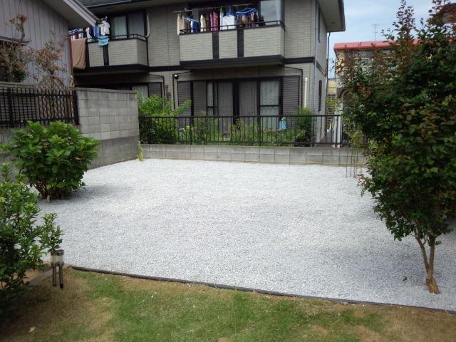 蓮田市石灰砕石敷き1