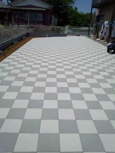 行田市の平板敷きのお庭