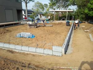 東松山市境界ブロック工事 ブロック積み1