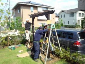 東松山パーゴラ取付工事建てこみ
