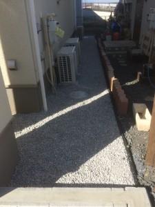 本庄市外構工事石灰砕石敷き