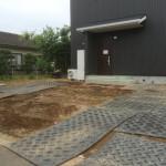 東松山市の外構工事完了、東松山市の外構造園工事 砕石敷きとさつきの植込み